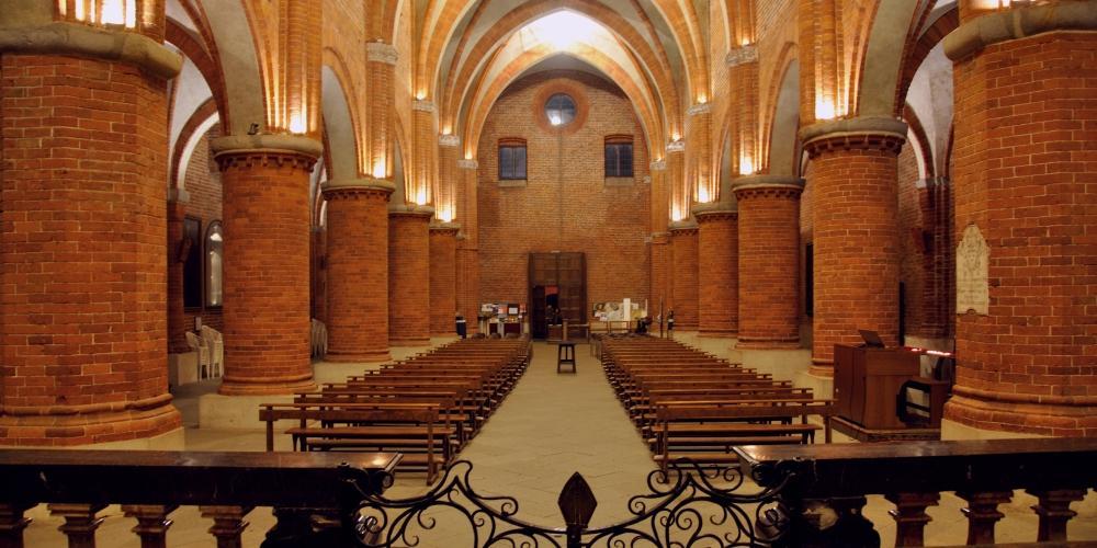 la navata centrale vista dall'altare
